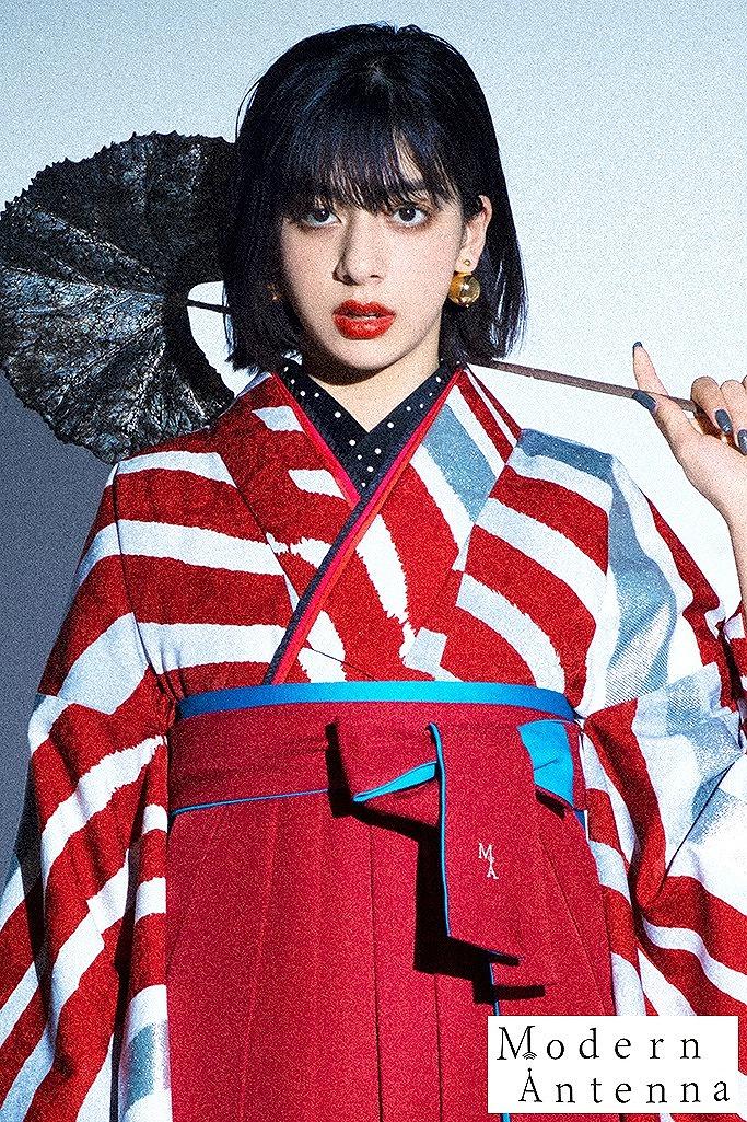 【卒業式袴レンタル/通販可】最新目立つゼブラ柄(モダンアンテナ) 赤/白/グレー R22033