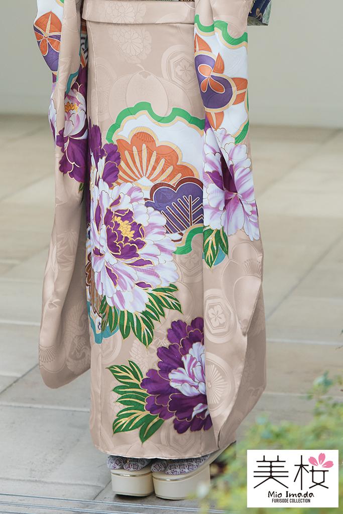 今っぽくすみカラーかわいい古典(今田美桜着用振袖) ベージュ/紫 K305